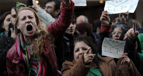 Pensioners' suicides shake up Spanish eviction vote