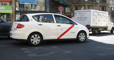 Restaurant draws diners with free taxi offer
