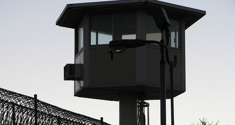 Prison guards see double in big brother breakout