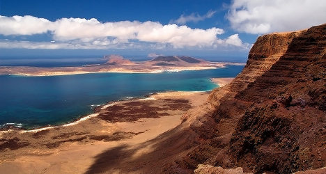 'Funny' rock fights to be eighth Canary Island