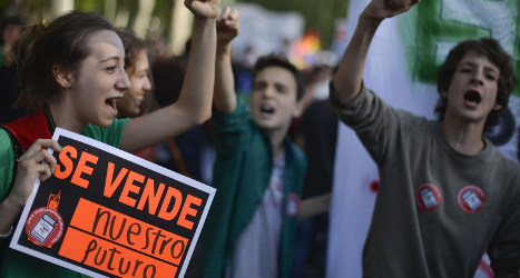 Spain's students cut class in budget protest
