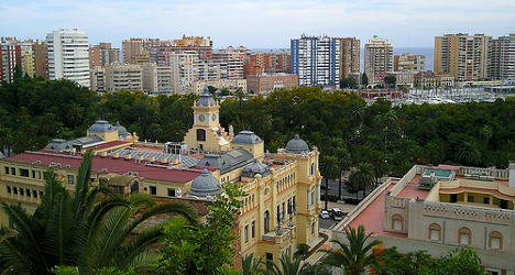 Knife wielding driver tries to run over Malaga police