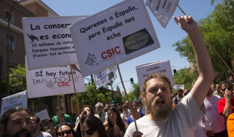 Spanish scientists march against spending cuts