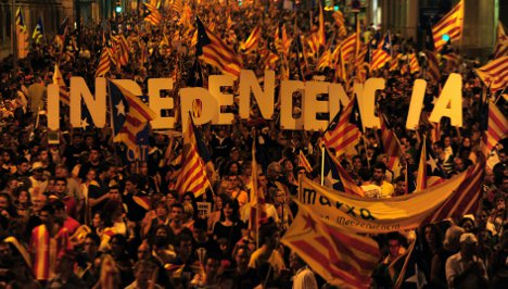 Catalans form human chain for independence