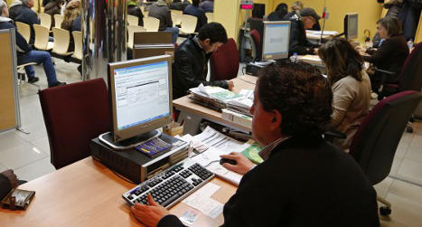 Thirty-one Spaniards find work in August