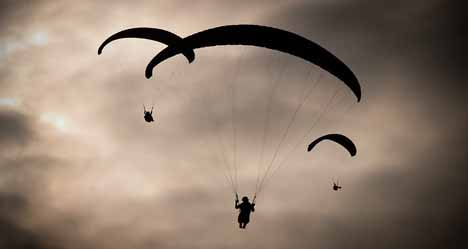 UK paraglider dies after mid-air heart attack