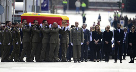 Hundreds honour Spain's 'father of democracy'