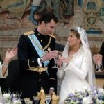 2004: Spanish Crown Prince Felipe of Bourbon and his wife Princess of Asturias Letizia Ortiz toasting next to King Juan Carlos of Spain and Queen Sofia during their wedding reception at the Royal Palace in Madrid. Photo: BALLESTEROS/POOL/AFP