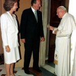 1998: King Juan Carlos and Queen Sofia are welcomed by Pope John Paul II during a private audience at the Vatican.Photo: AFP