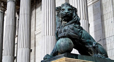 Spain snubs testicles for iconic lion statue