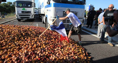 France wages 'peach war' on Spanish imports
