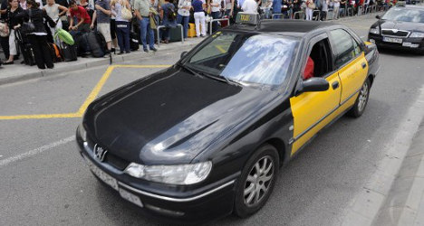 Barcelona taxis stage 'slow strike' against Uber