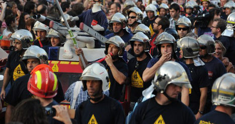 Catalan firemen drive to Scotland for 'Yes' vote