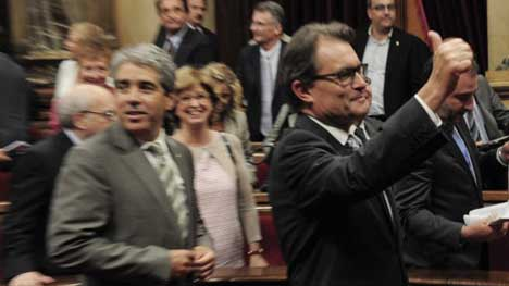 Catalan parliament okays independence vote law