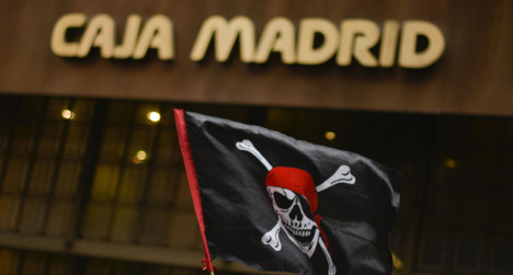 'Pirate' bankers face court in freebies row
