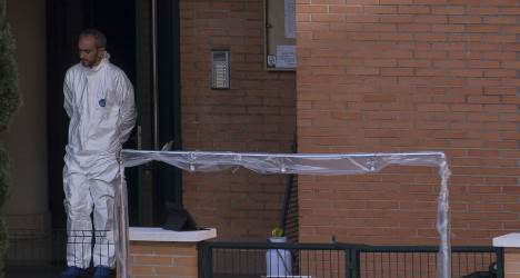 'I touched my face with gloves': nurse with Ebola