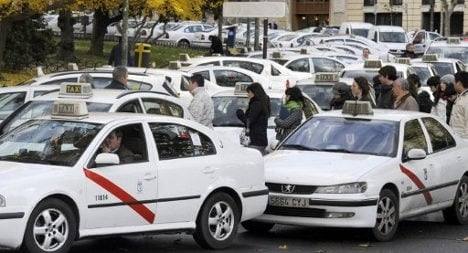 Madrid taxi drivers strike to protest Uber app