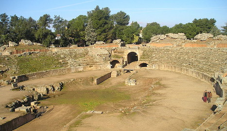 Groups protest against padel in Roman theatre