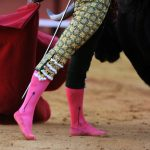Spanish matador Pep Moral performs a pass on a bull without his shoes during a bullfight at the Maestranza bullring, in Sevilla.Photo: Cristina Quicler / AFP.