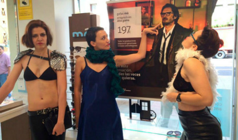 Feminists protest against 'sexist' optician advert