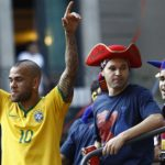 Alves to stay on at Barca for two more seasons