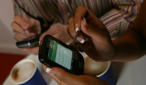 Man arrested for tapping girlfriend's mobile phone