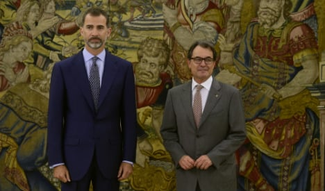 King warns Catalonia over independence drive