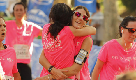 Breast cancer charity race T-shirts branded 'sexist' for being 'too pink'