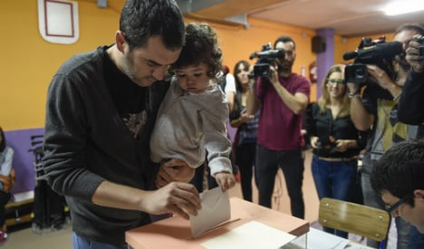 Catalans go to the polls in de facto referendum on independence