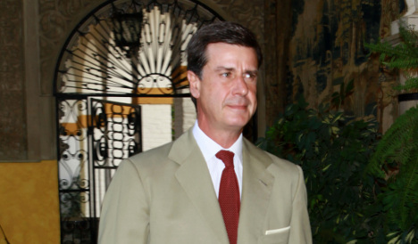 Spanish aristocrat welcomes Syrian refugee families to live in his palace