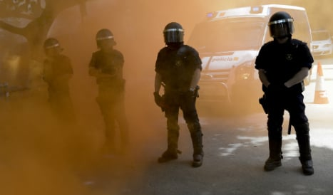 Cops injured during riot at migrant detention centre in eastern Spain