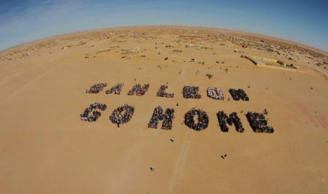 Amazing drone footage over desert of Western Sahara drilling protest