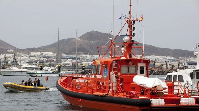 Coastguard search for 39 migrants missing from boat en route to Spain