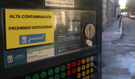 Madrid bans cars from parking in city centre in bid to curb pollution