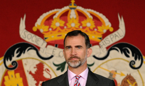 Passport-sized royal portrait lands cheeky Catalan councillors in court