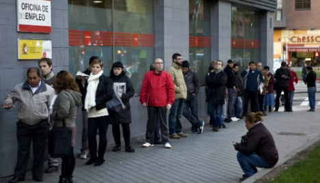 Spain sees record jobless fall in 2015 as economy recovers