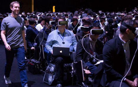 Virtual reality and rolling bots: This is Mobile World Congress