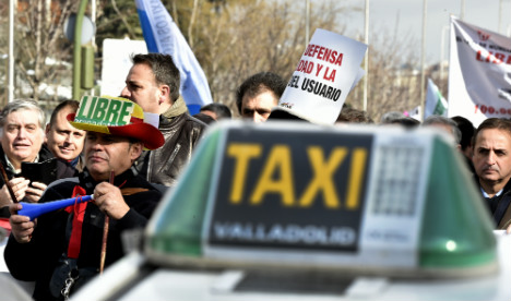 Madrid cabbies stage protest over Uber-type competition