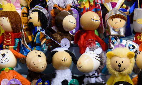 Calls to free puppeteers held over staging satire in Madrid
