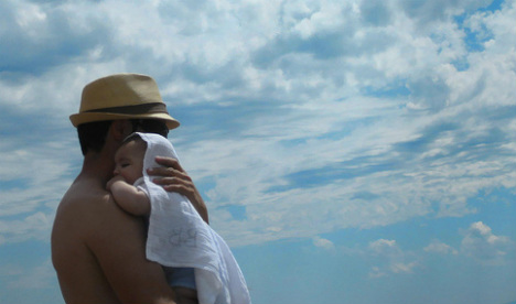 Spanish fathers demand legal right to equal parental leave