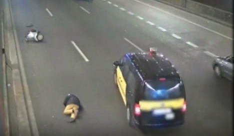 Outrage: taxi swerves to avoid fallen biker but then drives on