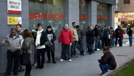Spanish unemployment rate drops in March
