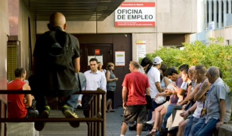 Spanish unemployment drops ahead of general election