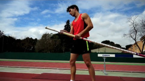 Pole vaulter loses Olympic bid after airline misplaces his pole