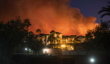 Wildfire forces holidaymakers to flee Costa del Sol hotels