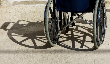 Watch: Man in wheelchair zooms past Barcelona traffic