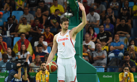 Spain edged by USA in basketball semi-final