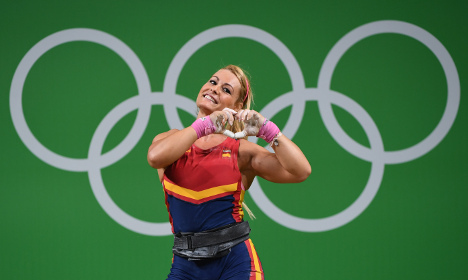 Hearts and kisses - Spanish lifter melts crowd in Rio