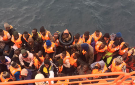 Spain rescues more migrants crossing from Morocco
