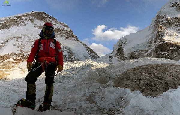 Spaniard attempting winter climb without oxygen evacuated from Everest